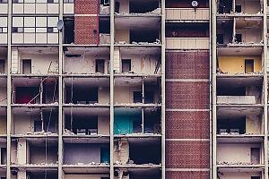 ¿Cuánto tiempo debe permanecer en pie un edificio?