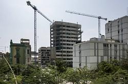 La edificación se desploma en Barcelona mientras crece en Cataluña