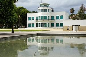 Placa DOCOMOMO en la Torre de Control del Aeródromo de Rabasa