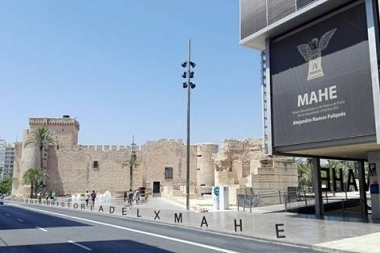 El MAHE, una bretxa a la plaça que supura història