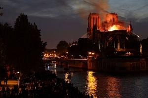 Grave incendio en la catedral de Notre Dame de París, joya del gótico europeo