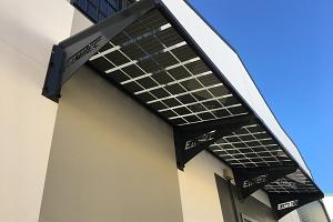 SOLAR INNOVA suministra los módulos BIPV para la instalación de un alero fotovoltaico en la fachada de la empresa Elmitec en Albacete