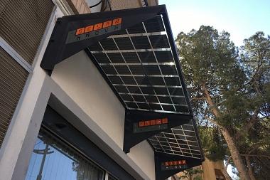SOLAR INNOVA instala un alero fotovoltaico BIPV en la fachada de su sede en Novelda