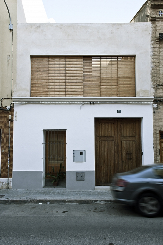 Rehabilitaci n de casa entre medianeras for Fachadas de casas modernas entre medianeras