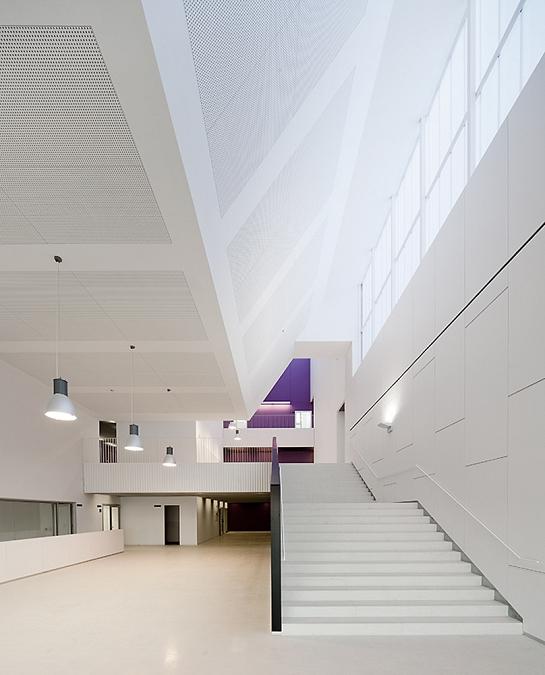 Escuela Nova Electra. Remodelación antigua fábrica AEG . Terrassa . Barcelona . España