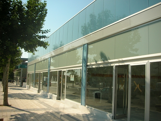 Edificio comercial en L'Alfàs del Pi . Alfaz del Pi . Alacant . España