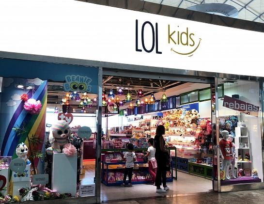 Reforma de local en aeropuerto-Tienda de juguetes . Elche . Alacant . España