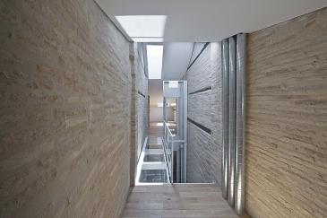 Rehabilitación de un edificio entre medianeras . Pamplona/Iruña . Navarra . España