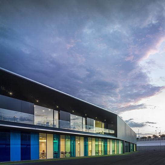 Nave industrial y oficinas . Ibi . Alacant . España