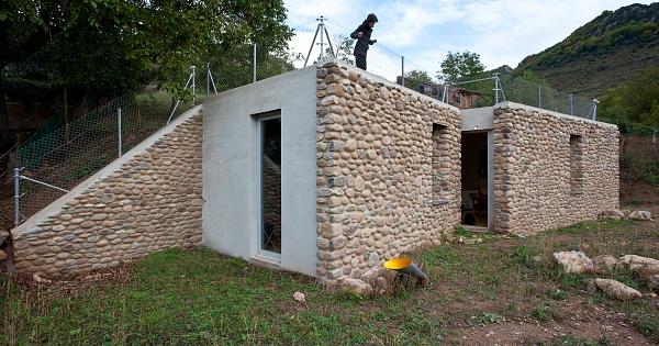 Refugio entre muros for Muebles arroyo ceuta