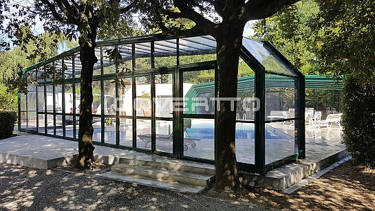 Cubierta de piscina en cristal