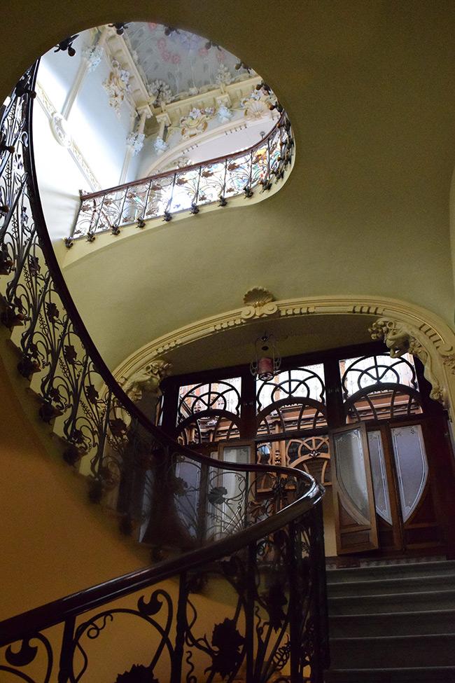 La casa museo modernista de novelda el ltimo palacio urbano for Escaleras decorativas de interior